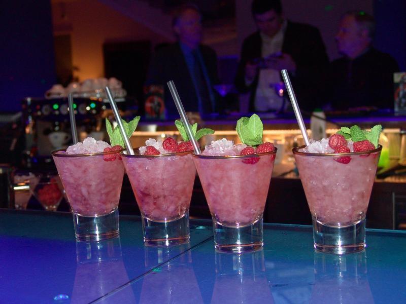 Gift idea in bucharest cocktail preparation lesson in for Cocktail preparation